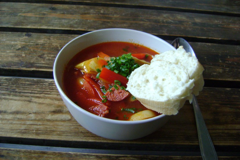 Spaanse soep met chorizo en artisjokharten