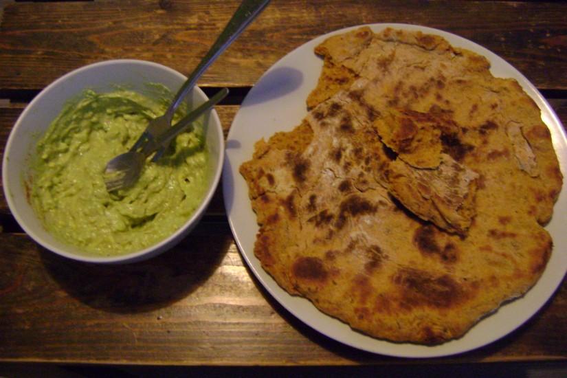 Tomaatpanbrood met guacamole