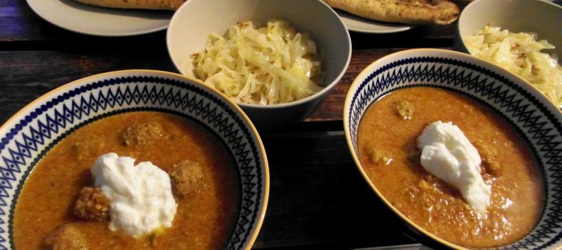 Aziatische balletjes in tomaten curry saus