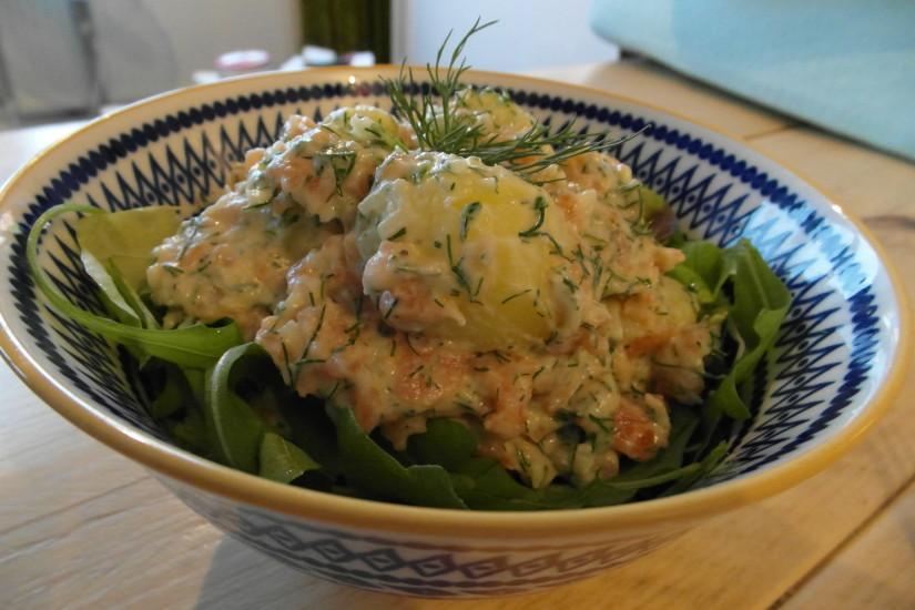 Aardappelsalade met gerookte zalm, hoofd
