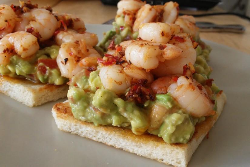 Gamba's op toast met avocado