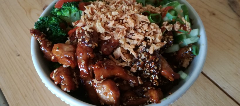 Sticky chicken bowl, tekst